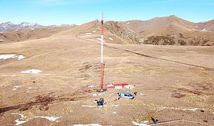 El màstil mesurador que s'ha instal·lat al pic del Maià.