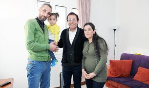 Badei, Nagam i la seva filla amb mossèn Pepe.