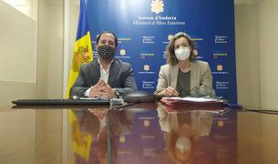 El director de l'Oficina d'Energia i del Canvi Climàtic, Carles Miquel, i la directora del Departament de Medi Ambient, Sílvia Ferrer.