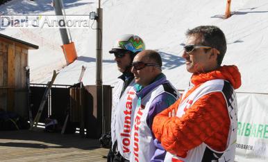 Sortida a esquiar de l'associació Hi Arribarem
