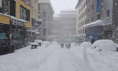 Neu acumulada als carrers del Pas de la Casa