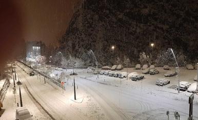 Imatge de l'acumulació de neu a Sant Julià a les 7 del matí
