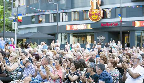 El públic del concert d'Elena Gadel dins del cicle Ritmes, capital musical, va gaudir d'una bona estona