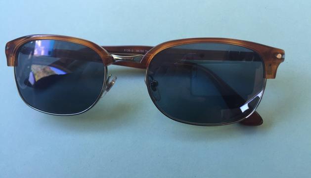 10. Tinc molta sensibilitat als ulls i a l'aire lliure acostumo a portar ulleres de sol.
