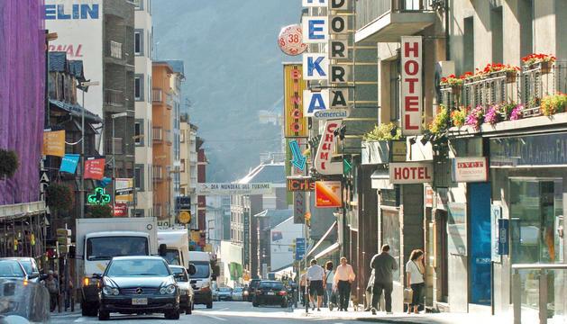 Sóc nascut a l'avinguda Carlemany i el carrer i la seva gent van ritmar la meva infantesa.