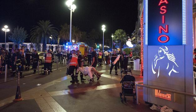 Els serveis de Niça en l'escena de l'atemptat.