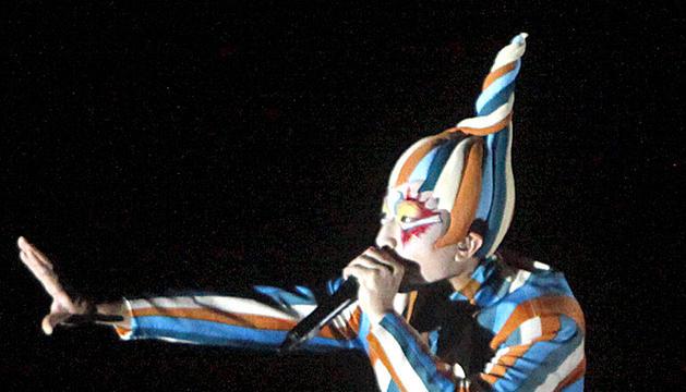 L'artista del Cirque du Soleil que imita sons només amb la boca.