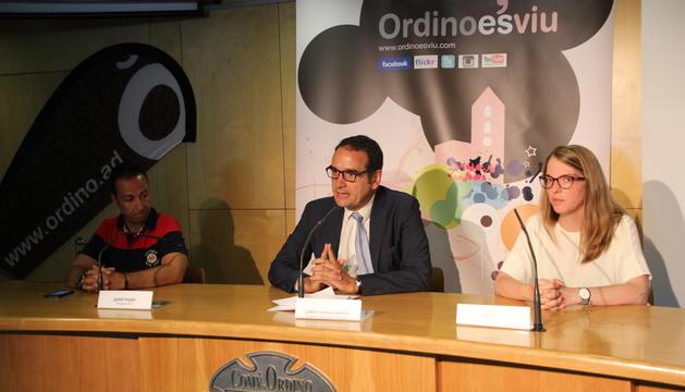 El president de l'ACA, Josep Pujol, el conseller de Turisme i Esports d'Ordino, Jordi Serracanta, i la representant d'Anyós Park, en la presentació de la prova.
