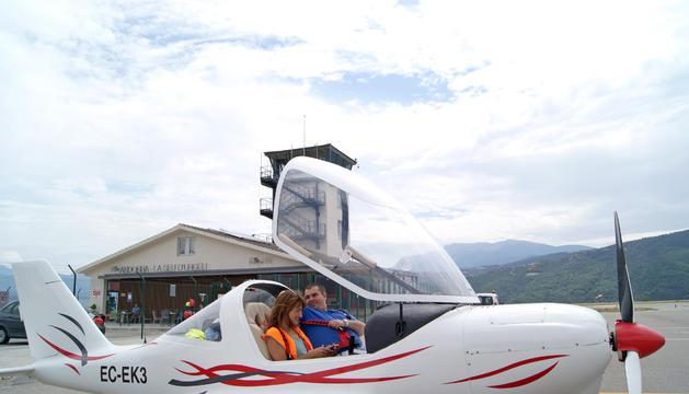 L'UlM del Jordà Romera , a punt per emprendre el vol cap a la Cerdanya amb una amiga.