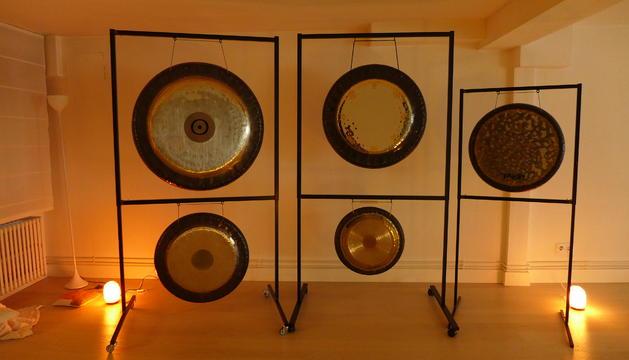 4. Els gongs i la flauta nativa americana són complements importants al ioga.