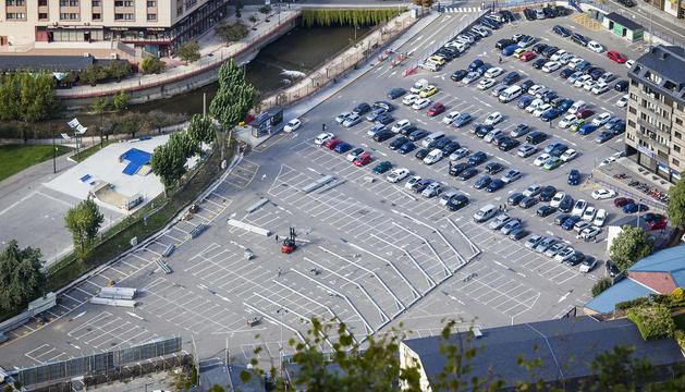 L'inici de la construcció de l'envelat de la Fira a l'aparcament del Parc Central.