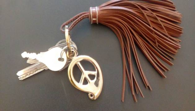 1. El clauer, de Tamara Comolli, i que m'agrada perquè porta el signe de la pau.
