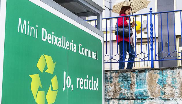 A la nova deixalleria d'Andorra la Vella, al Parc Central, hi ha un rètol amb error: entre subjecte i predicta no hi pot anar mai una coma