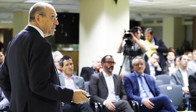 El catedràtic d'Estratigrafia i professor de Recursos Energètics Mariano Marzo.
