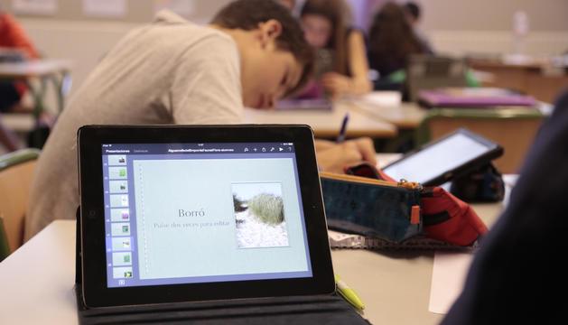 L'escola andorrana va incorporar l'iPad com a material obligatori a segona ensenyança el curs 2013-2014.