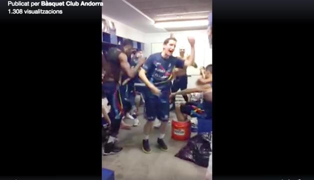 Les xarxes del @MoraBancAndorra despunten amb vídeos divertits. Aquí els jugadors fan el repte viral 'Andy is coming'.