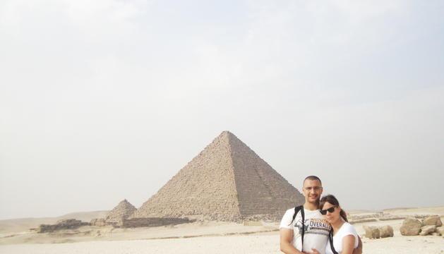 Omar el-Bachiri i la dona de viatge a Egipte.