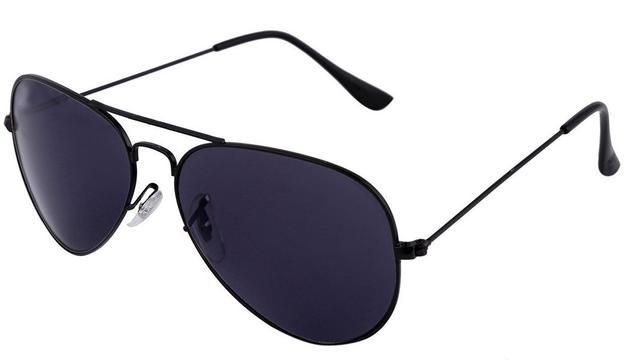 6. El sol em molesta molt i sempre porto les ulleres. De vegades ja és ben fosc i encara les duc oblidades al cap.
