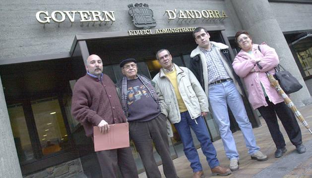EL SAT lliura els estatuts a Govern perquè siguin aprovats, el desembre del 2000.