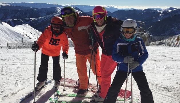 6. M'encanta la neu i anar a esquiar.