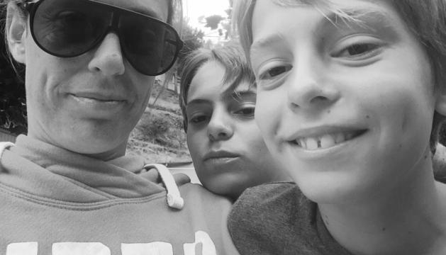2. El petó de bon dia al Leo i al Max, els meus fills.