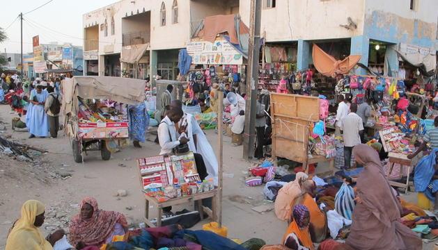 Un carrer del mercat central de Nouakchott.
