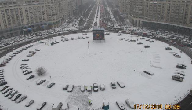 La plaça Alba Iulia i el Bulevard Unirii de Bucarest (Romania).