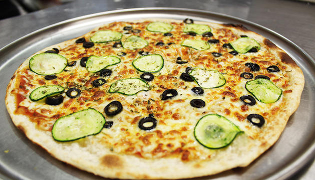 Pizza d'olives i carbassó