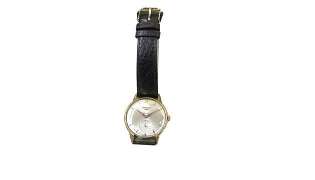 6.  Aprecio la puntualitat i els rellotges. Aquest era del meu pare.