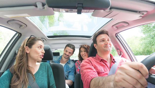 Compartir cotxe és l'opció més barata per moltes persones