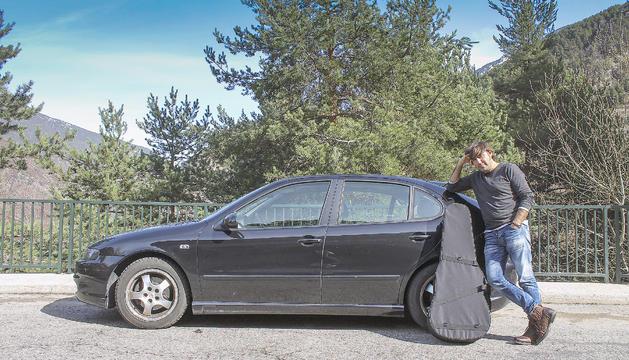 El músic sap com fer cabre el material per als concerts al Seat León