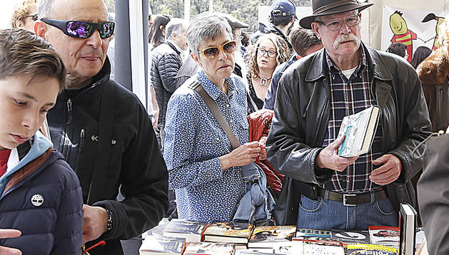 Llibres i compradors, l'any passat per Sant Jordi