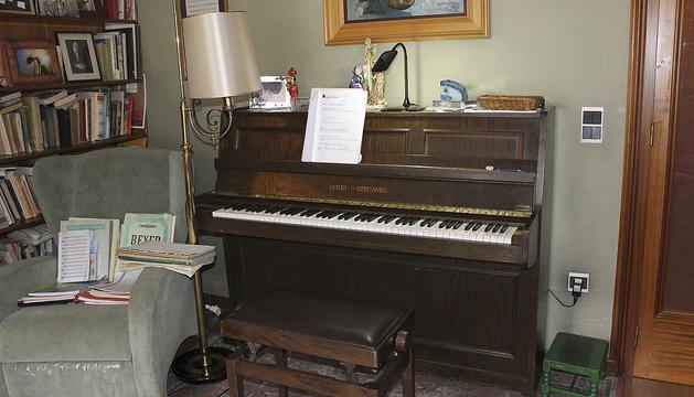 1. El piano, per a mi és com un amic, ha compartit els meus pensaments durant 80 anys.