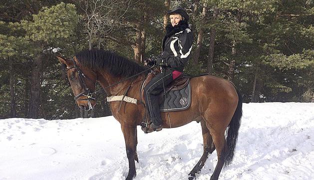 Marian van de Wall dalt del seu cavall.