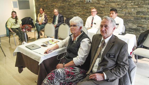 Una de les reunions de la comunitat mormona al país, el cap de setmana passat, amb el matrimoni Fowers en primer terme.