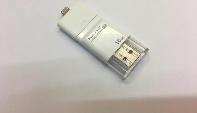 4. L'USB: hi tinc tota la documentació i arxius de la feina.