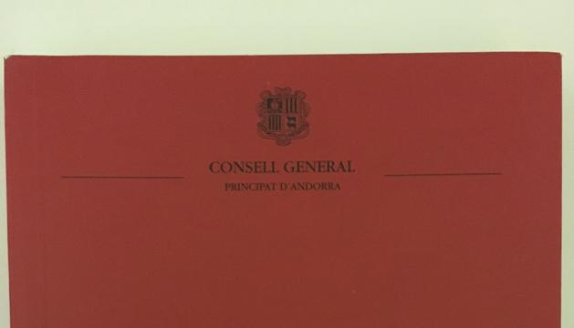 3. Un exemplar de la Constitució d'Andorra i del reglament del Consell General, que són documents que consulto tot sovint.