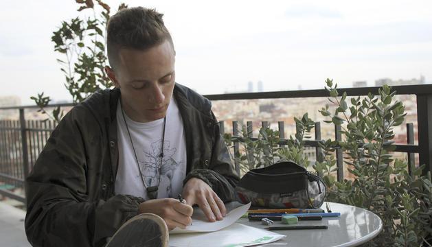 Marcel Llovera és surfista de neu i estudiant de disseny