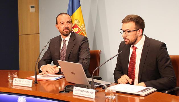 El ministre d'Ordenament Territorial, Jordi Torres, i l'assessor del departament de Transports, Guillem Santacreu.
