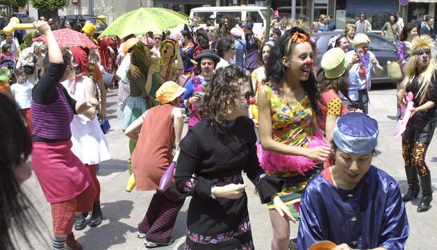 Un dels espectacles al carrer que es van fer al festival de l'any 2003.
