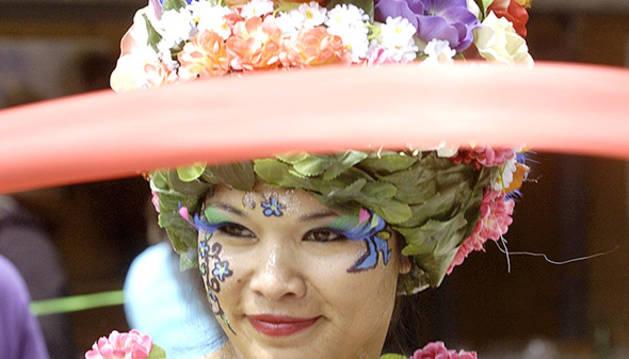 Un barret fet de flors.