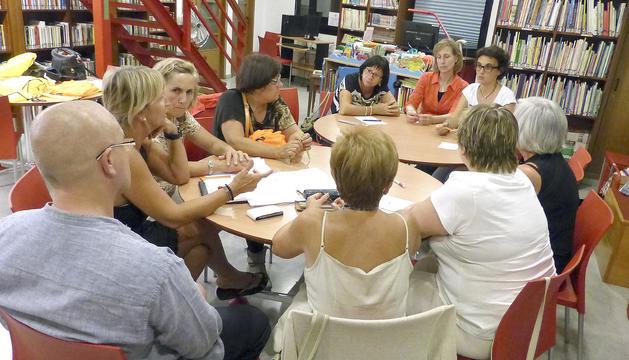els membres de l'associació MARC G. G. es reuneixen un cop o dos al mes per compartir experiències de dol.