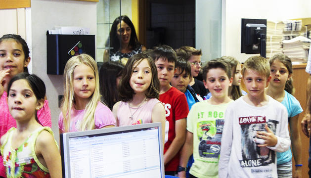 Alumnes de l'escola francesa visitant el comú d'Ordino