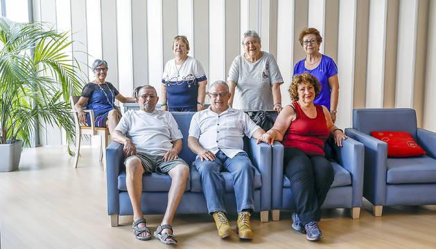 El grup de padrins de la llar d'Escaldes-Engordany que ha participat en el debat