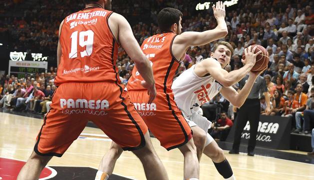 Doncic intenta superar Vives i San Emeterio al tercer duel.