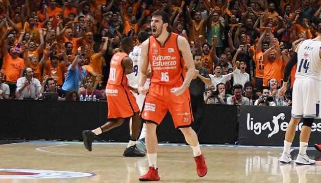 Guillem Vives celebrant.