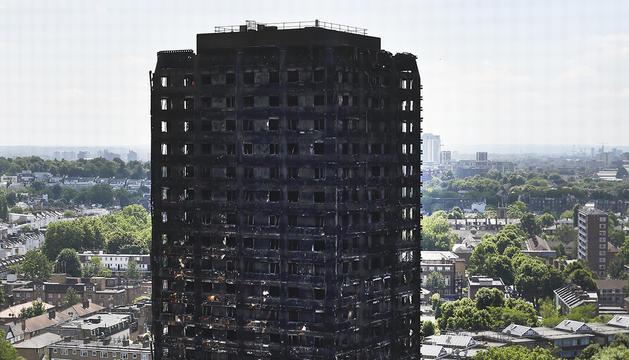 Estat en què va quedar la torre Grenfell després de l'incendi.