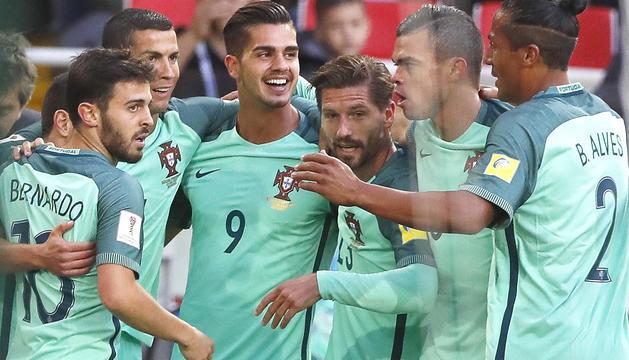 La selecció portuguesa en plena celebració després del gol de Cristiano Ronaldo.