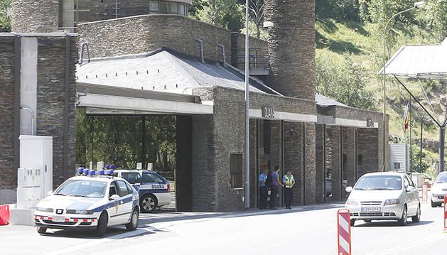Les oficines de la duana a la frontera amb Espanya.