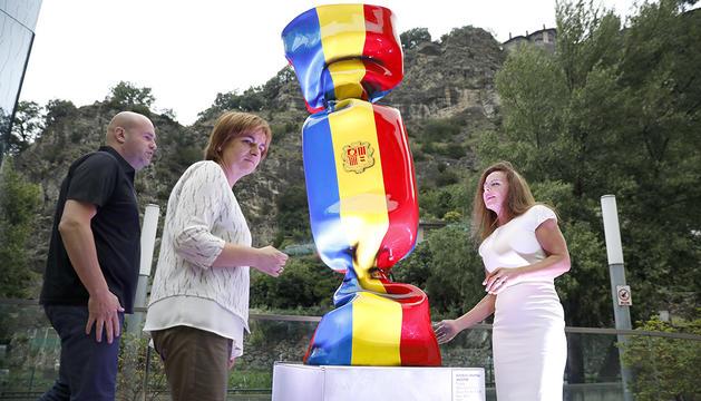 15.000 euros per una escultura-caramel amb la bandera d'Andorra?